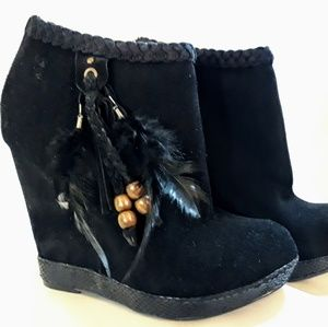 Chinese Laundry Black Ankle Boots Suede Feathers